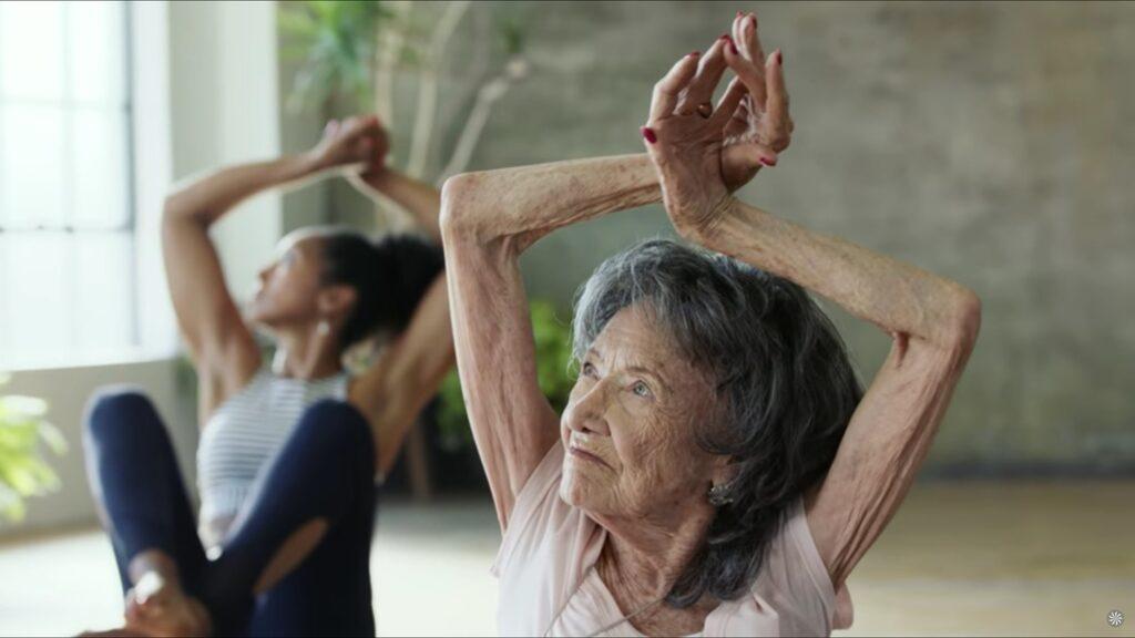 Tao Porchon-Lynch är inte vilken 98-åring som helst.