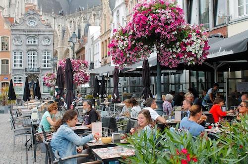 Tapasrestaurangen Sava på Grote Markt (Stora torget) i Mechelen, har en populär uteservering.