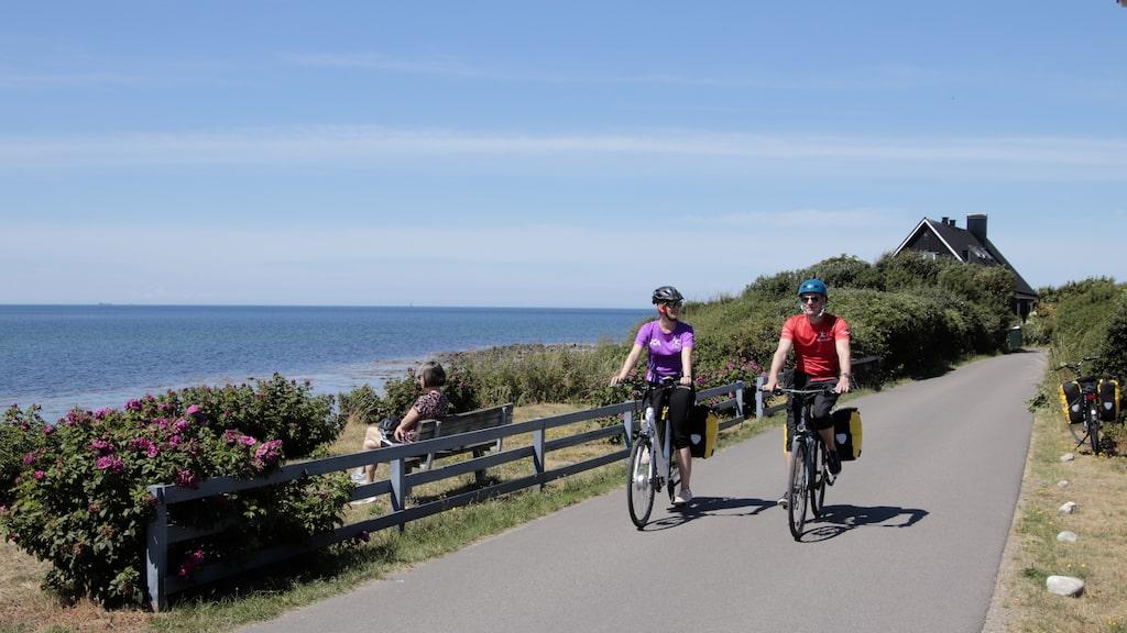 Karin och Joakim Linhardt från Linköping cyklar Kattegattleden från Helsingborg till Halmstad.