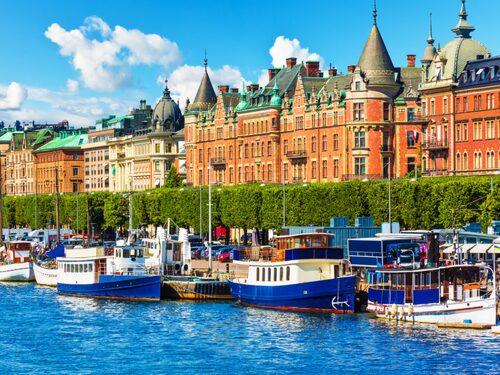 Stockholm är omgivet av vatten.