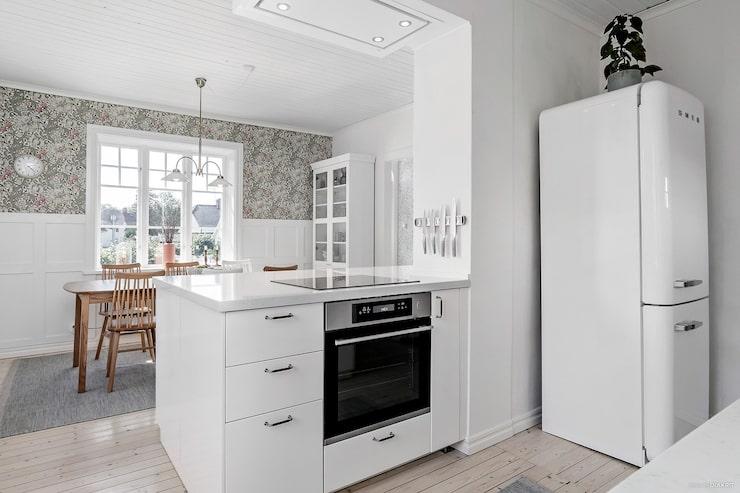 Renoverat kök med bland annat kyl och frys från Smeg.