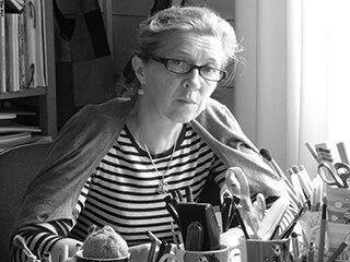 Tove Slotte (född 1957) har illustrerat Arabias Muminprodukter på basen  av Tove Janssons originalillustrationer sedan tidigt 90-tal. Tidigare arbetade hon som produkt- och dekorations designer för Arabia.