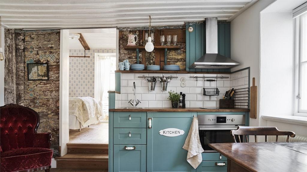 Gulligt litet kök i en av lägenheterna som tillhör huset.