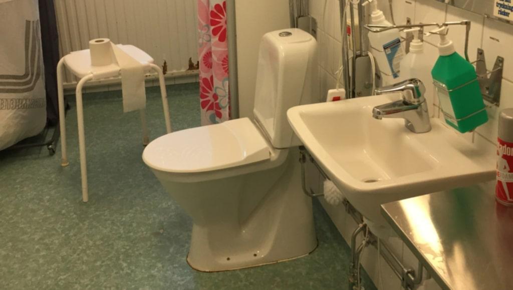 <p>En ny undersökning från Kommunal visar att vartannat sjukhus sparar på städningen.<br></p>