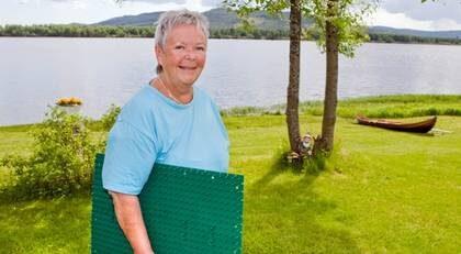FICK HJÄLP. Ulla-Maj Aasas rygg har blivit bättre sedan hon började använda spikmattan.
