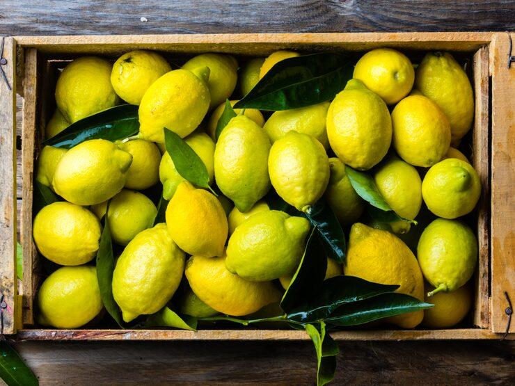 Citroner – och vinäger – är surare än de flesta viner. Och just därför kan vin i kombination med dessa smaker anta en otrevligt sur skepnad.