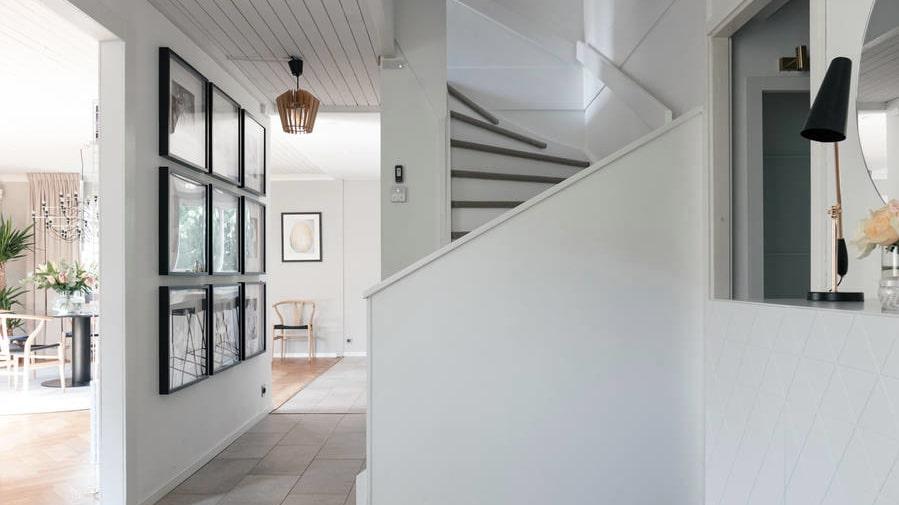 Huset är på två plan och den totala boarean är 195 kvadratmeter.