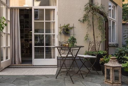 Terrassdörr med spröjsade glas.