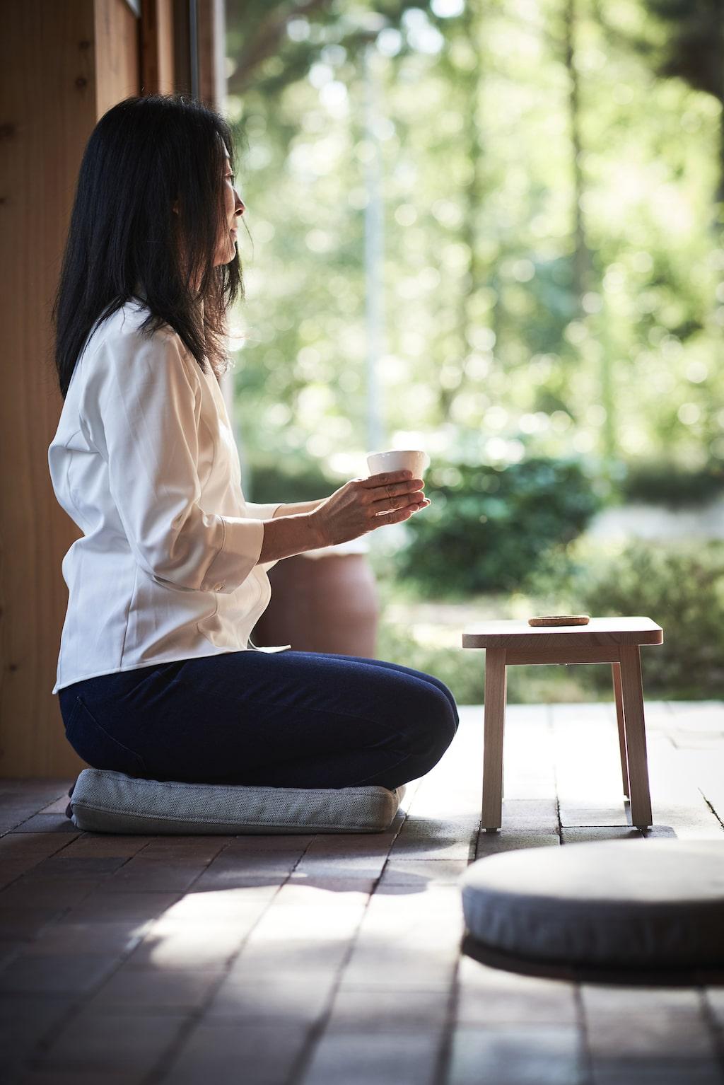 Ikeas nya Omtänksam sortiment är utvecklat tillsammans med ergonomer, sjukgymnaster och forskare inom vården. Omtänksam stolsdyna, ljusgrå, 149 kronor.