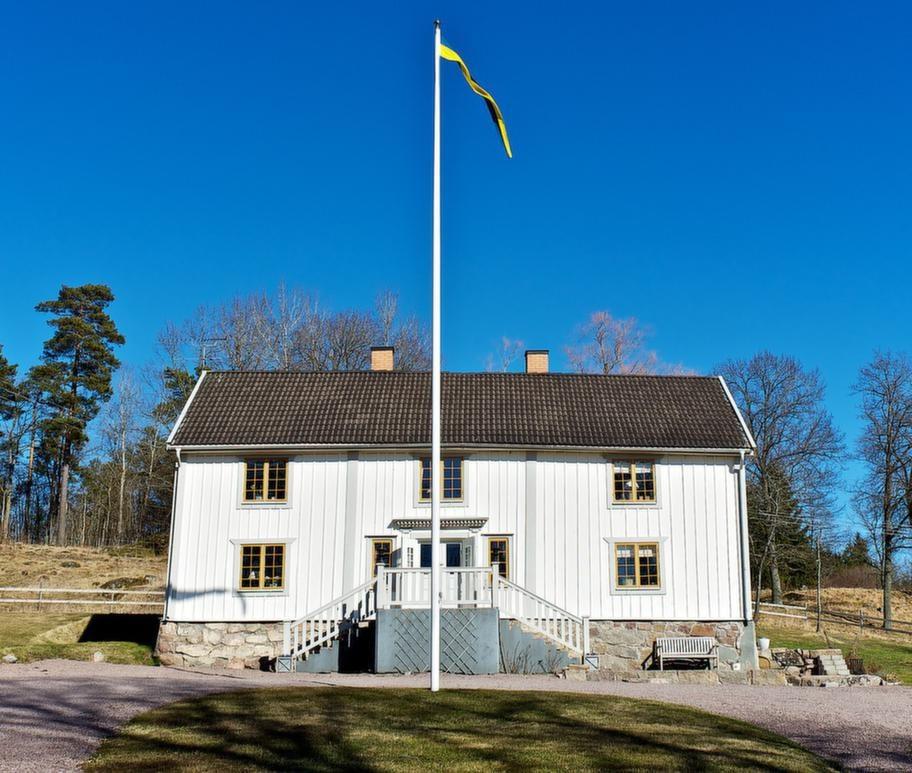 Här bor: Catarina Lillienau. Gör: Driver butiken Jacob &amp; Mary i Vadstena.<br>Bor: På Hyppinge gård, byggd 1751, i Västra Harg, Östergötland. Catarina köpte gården för cirka fem år sedan.