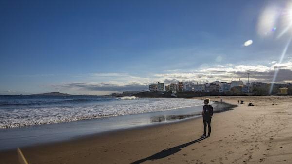 Playa de Melenara är bred och ligger nära flygplatsen.