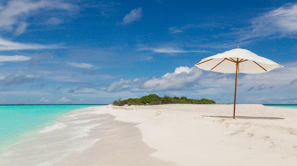 Kritvita sandbanken vid Kuramathi, Rasdhoo Atoll.