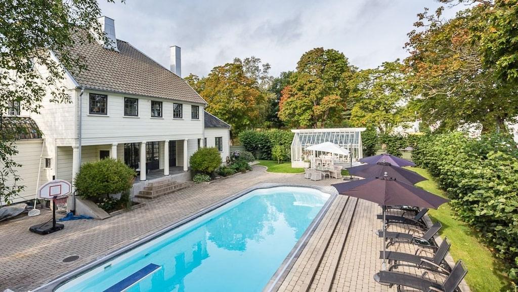 Poolen byggdes och huset renoverades när Andreas Dackell  med familj flyttade in.