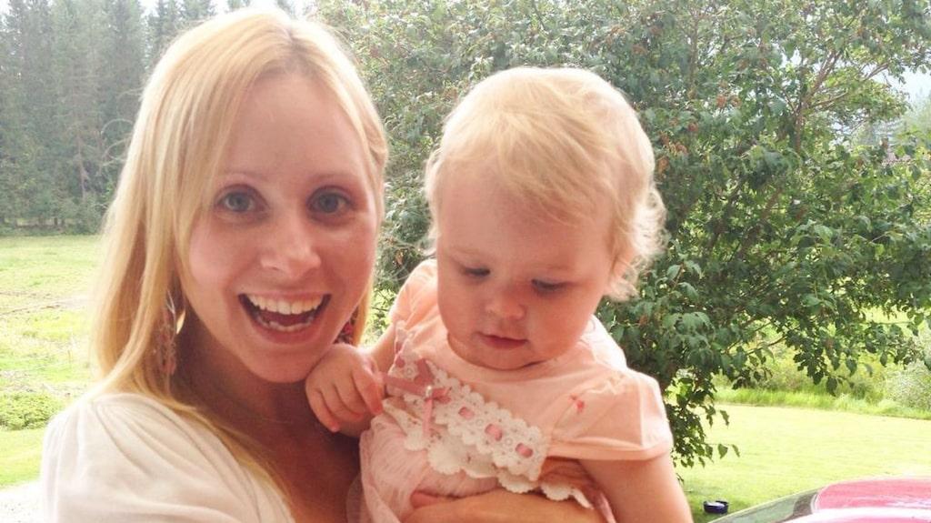 Louise Westh med sin dotter.