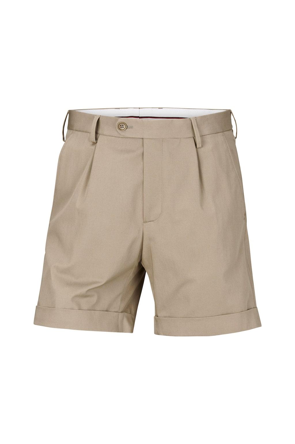 Shorts från Chevaleresk i stilig modell med halvlånga ben som har fäst uppvik i benslut. Finns även i svart. Pris: 599 kronor.