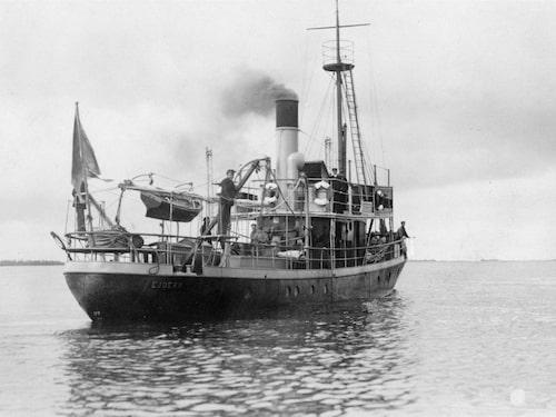 Båten byggdes 1916 för att vara exakt, vid Eriksbergs mekaniska verkstad i Göteborg och brukades då som sjömätningsfartyg.