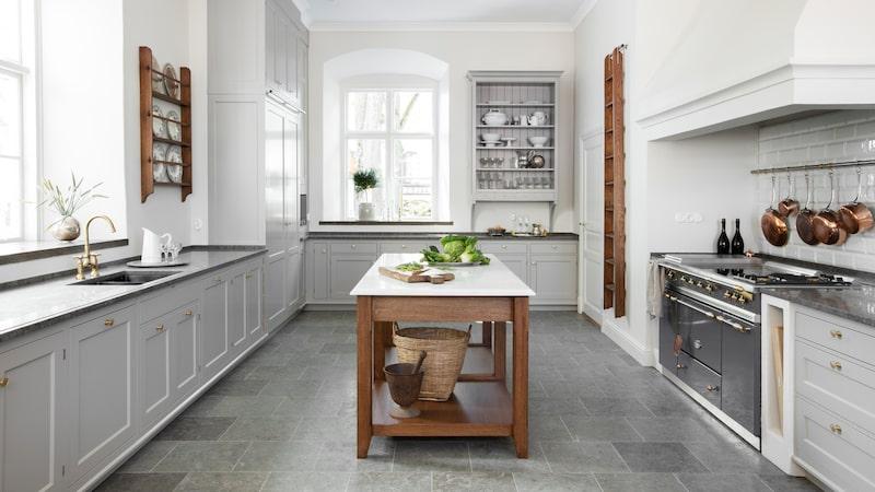 Kvänum har blickat tillbaka till 1700-talet och den svenska klassicismen med sitt nya kök Real Classic Karleby. Läs mer om köket nedan.