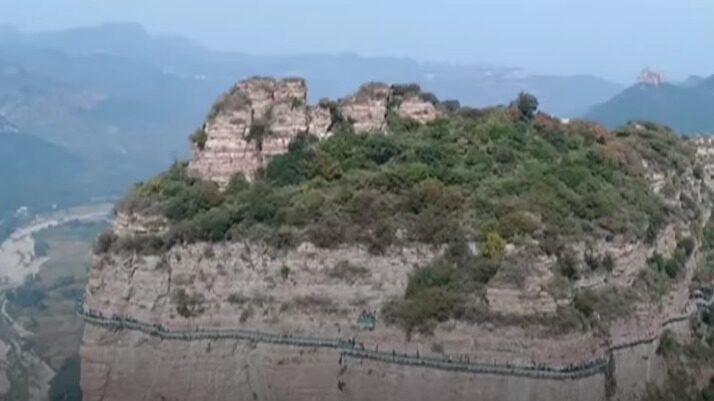 Bron är belägen i östra Taihangs bergsområde i norra Kina.