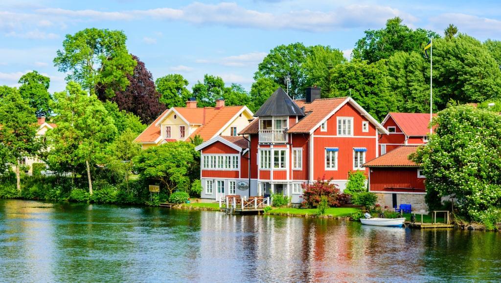 Mysiga Borensberg längs Göta kanal.