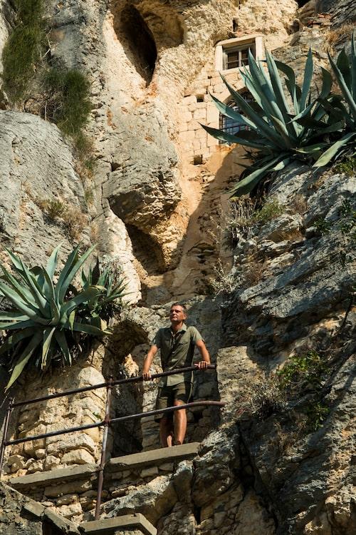 I viken Kasjuni vid foten av berget Svetia Geri i utkanten av Splits stadskärna hittar vi den medeltida kyrkan Saint Jerome med sina kyrkorum uthuggna i berget någon gång på 1500-talet.
