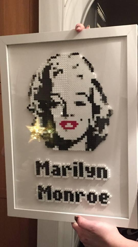 """Marilyn Monroe som pärltavla av Cecilia Ohrmér: """"Alla bilder som jag använder har jag hittat på nätet. Ser jag någon snygg så gör jag bara en egen beskrivning av den och pärlar efter den."""""""