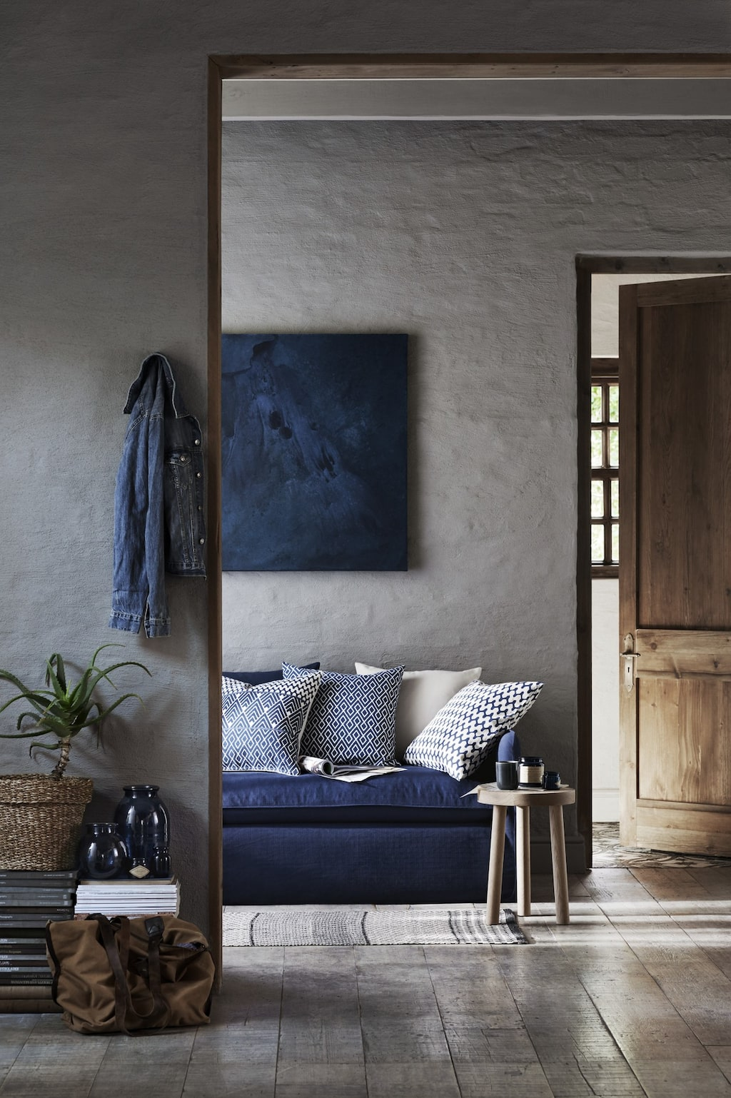 Piffa upp de naturnära färgskalorna med härlig blå färg.