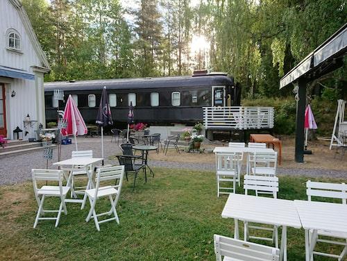 En av SJ:s mest klassiska sovvagnar lockar i Sillerud.