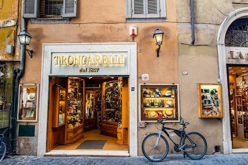 Köp huvudbonader hos Troncarelli.