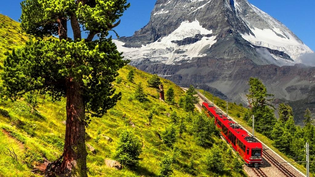 För tågresenärer blir resan en del av semesterupplevelsen.
