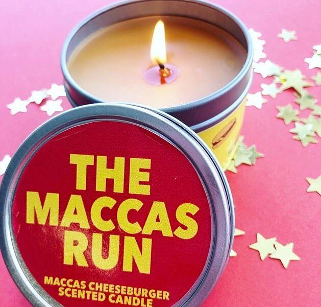 Doftljus som luktar som McDonald's cheeseburgare har blivit en succé i Australien.