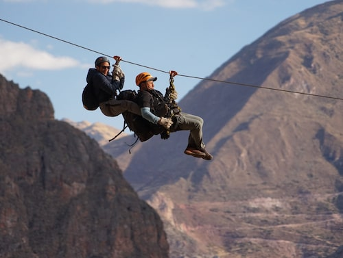 Zipline 600 meter över marken – ett av de transportsättt som erbjuds till hotellet.