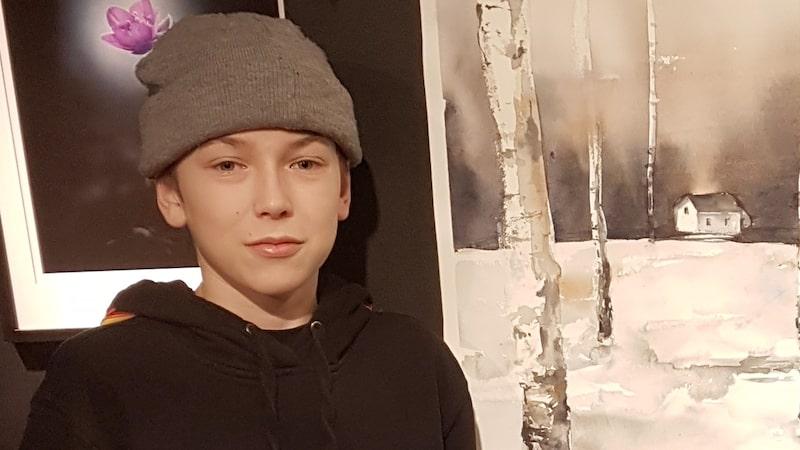 """Maximilian """"Maxi"""" Svensson är en ovanlig 13-åring. Han besitter trots sin unga ålder en stor konsttalang..."""