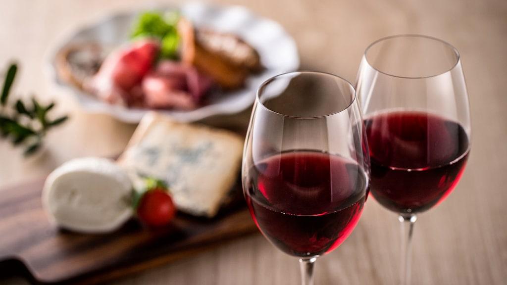 Beaujolais i saftig och mjuk stil passar fint till charkbrickan enligt Gunilla Hultgren Karell.
