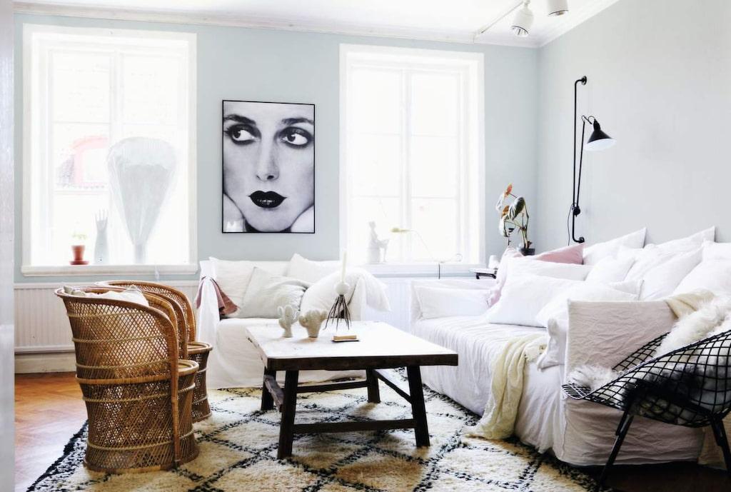 <p>Har du tid och lust ger en ny väggfärg verkligen en injektion. Här är det målat med färgen Silverpil från Alcro. </p>