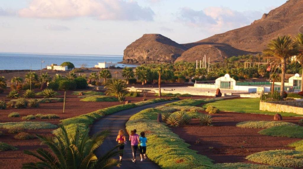 Semester = vila? Inte 2015. Numera finns det rena träningshotell, som Apollos Playitas på Fuerteventura.