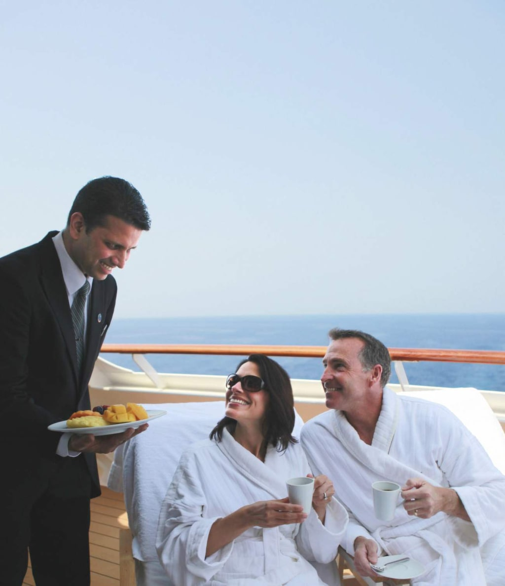 <p>Azamara Club Cruises. Frukost i hytten kan man bli serverad även om man inte bor i en svit.</p>