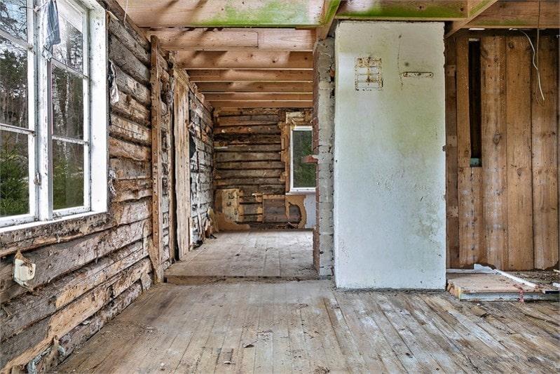 Det går att göra 2 sovloft under nock, med en trappa från hallen om man vill.
