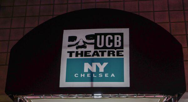 UCB Theatre i Chelsea har flera föreställningar som alla är improviserade. Men det är Assscat 3000 på söndagar som är den mest legendariska, då människor köar utanför för gratisbiljetter.