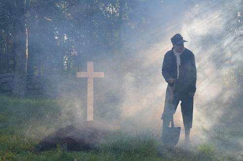 Dödgrävare hör till de många skrämmande figurer som gömmer sig i höstmörkret på Skansen.