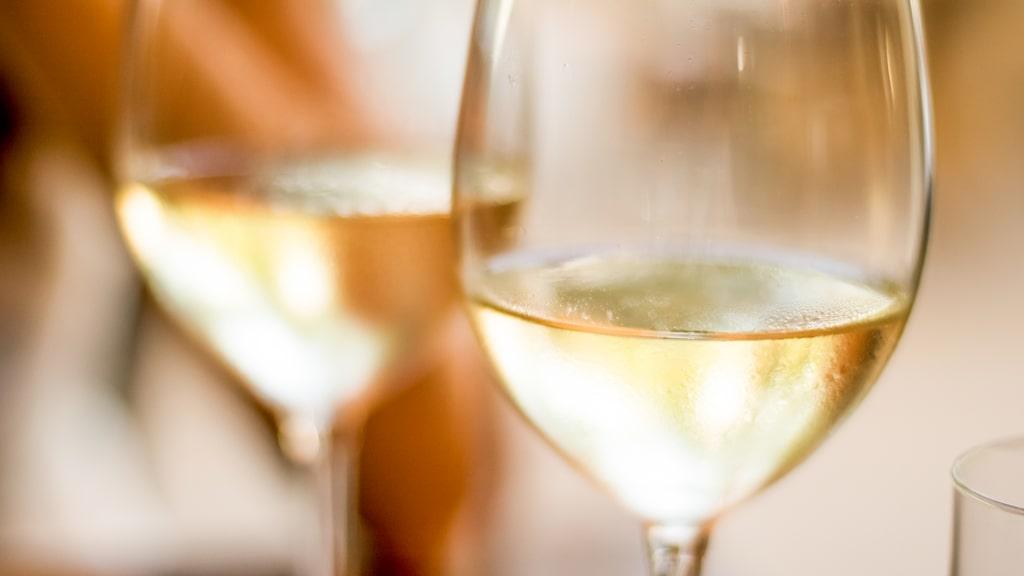 Expertjuryn bakom Allt om Vins tunga vinpris Årets vinare har röstat fram de fem bästa vita vinerna på Systembolaget.