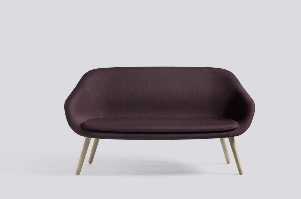 Lila är vinterns härligaste färg. Soffa How about a lounge sofa från Hay, 16 900 kronor, Olsson & Gerthel.