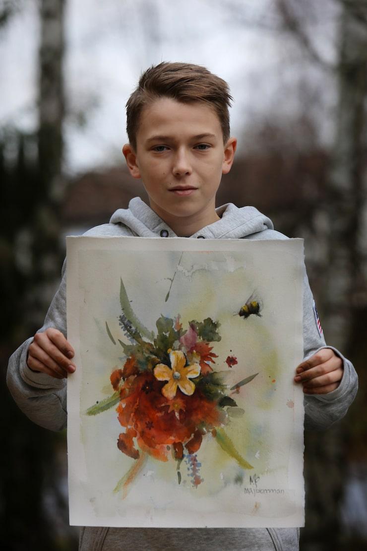 Maxi fick det prestigefulla uppdraget att måla årets officiella tavla åt Majblomman.