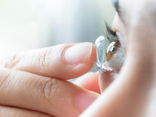 Bakterier kan komma in i ögat och orsaka inflammation.
