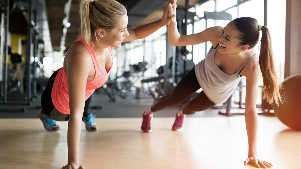 4 perfekta övningar för din rumpa - och du kan lika gärna göra dem hemma som på gymmet.