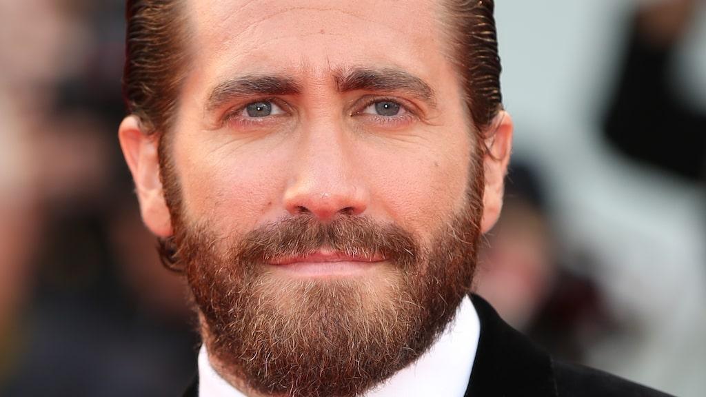 Jake Gyllenhaal vet hur man bär upp ett skägg.