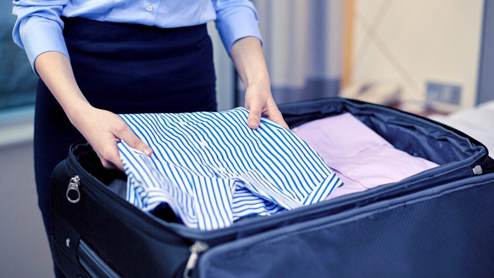 Den som packar för mycket tenderar att göra det på alla fronter, så även i sitt handbagage.