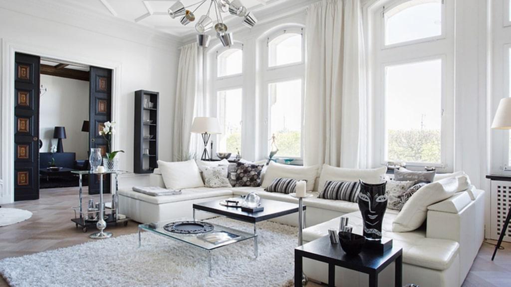 Östermalmsfrun Tone Oppenstams lyxiga våning på Strandvägen i Stockholm ligger ute till försäljning med utgångspriset 45 miljoner kronor.