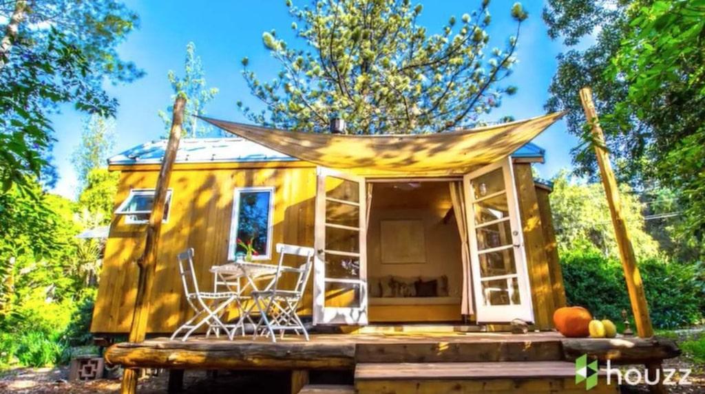 Det här minihuset i Kalifornien är på bara 13 kvadratmeter. Ändå finns här precis allt man behöver för att bo.