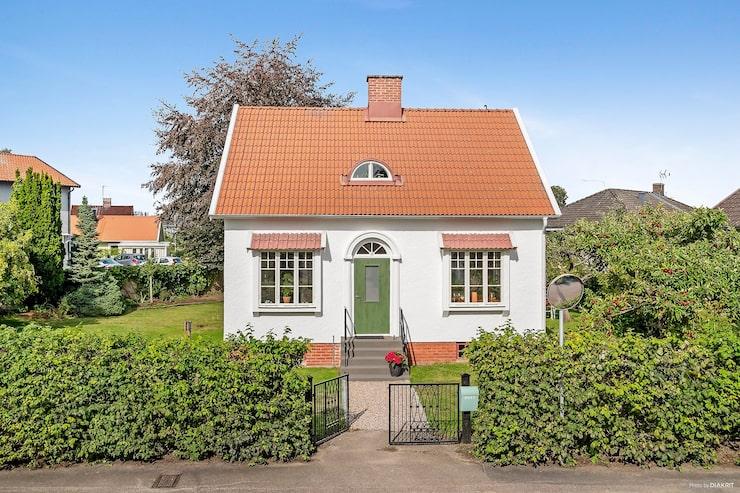 Charmigt hus med byggnadshistoriskt värde.