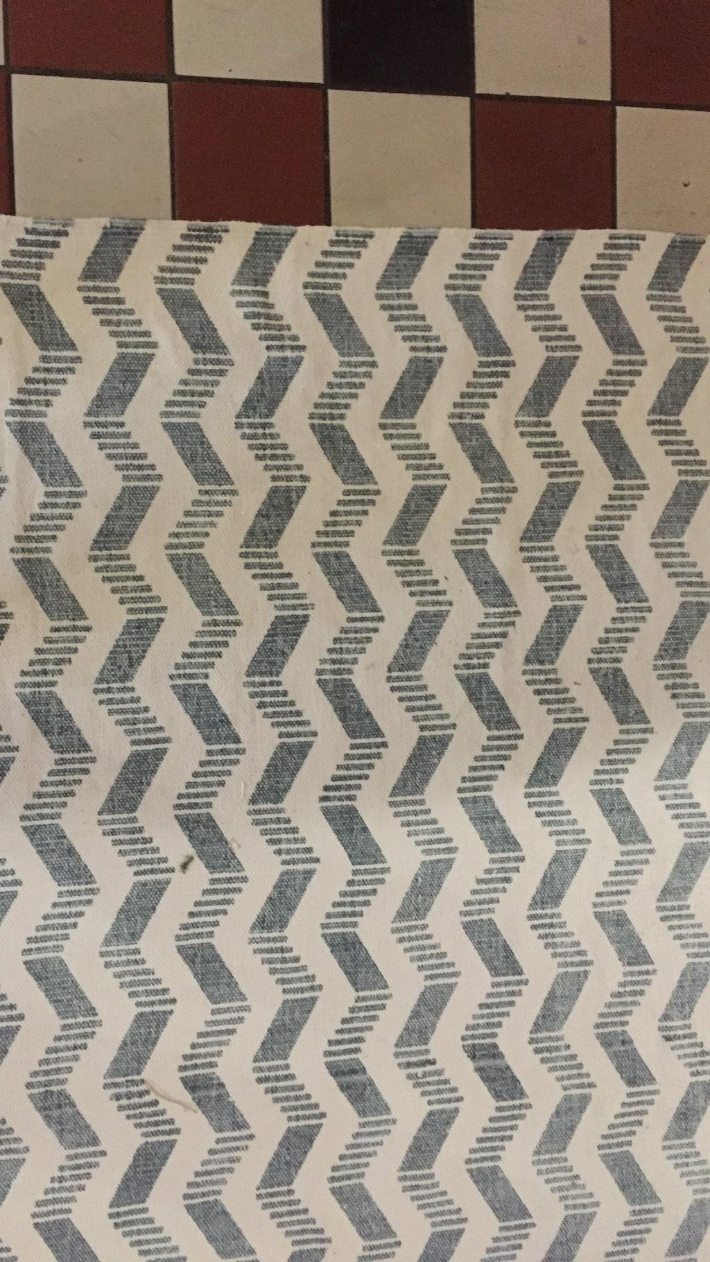 Mönstrade mattor är populärt och en viktig inredningsdetalj i vår.